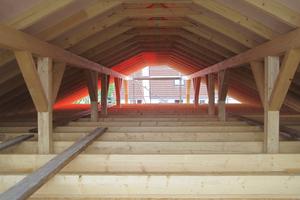 Das Dachgeschoss ist nicht ausgebaut. Der Dachboden wurde später mit Zellulosedämmstoff befüllt