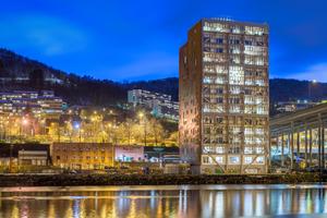 In Bergen steht das 14geschossige Holzhochhaus Treet direkt am PuddefjordFoto: David Valldeby