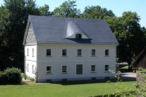 Gesamtansicht des denkmalgeschützen Verwaltungsbaus, der heute als Wohnhaus dient<br />Foto: Sven-Eric Tornow/Primero<br /><br />
