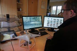 """Die Fotos von der Drohne werden später am PC ausgewertet<span class=""""bildnachweis"""">Foto: Stephan Thomas</span>"""