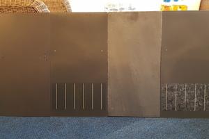 """Von links nach rechts: Dach- und Fassadentafeln von Eternit + """"Infinty-Silbergrau"""" mit Solarmodul von SolteQ + Naturschieferplatte von Rathschek + """"Infinty-Cristall"""" mit Solarmodul von SolteQ"""