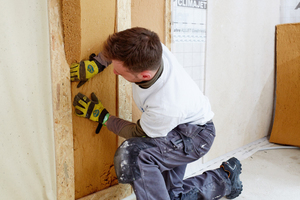 Bei der Sanierung wurden Holzfaserdämmstoffe eingesetzt, darüber feuchtigkeitsregulierende Dampfbremsen verlegt