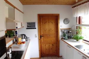 Die alte Küche des Hauses vor der Sanierung, eng und altmodisch