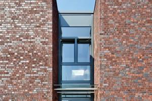 Fassade der Verwaltung mit Klinkersteinen<br />