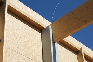 Die Primärkonstruktion der Lagerhalle besteht aus Betonstützen und Leimholzbindern
