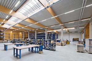"""Im Inneren der Halle: Leimholzbinder und Betonstützen<span class=""""bildnachweis"""">                                                 Fotos: Brüninghoff</span>"""