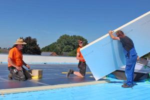 Die Dämmstoffe eignen sich vor allem für die Flachdachdämmung. Als Alternative bieten sich Polystyroldämmstoffe an, deren Verschnitt ist aber teuer in der Entsorgung