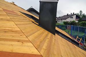 Das neue Unterdach mit 24 mm dicker Vollholzschalung, darunter eine Dämmung aus Holzfaserdämmstoff