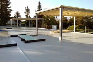 """Ideal, wenn weitere Schichten folgen: Zur permanenten Dichtigkeitskontrolle installierte man das """"Sika Roof Control System"""" und anschließend die FPO-Kunststoffabdichtungsbahn<span class=""""bildnachweis"""">Fotos (2): Werhand GmbH &amp; Co.</span>"""