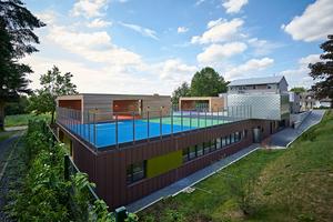 """Das 840 m2 große Flachdach der Muster-Kita dient den Kindern als sicherer Abenteuer-Spielplatz<span class=""""bildnachweis"""">Foto: Sika </span>"""