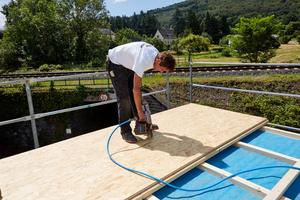 Befestigung der OSB-Platten auf dem Flachdach