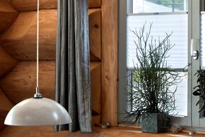 Im Naturstammhaus in Göppingen sind Aluminium-Holz-Fenster von Kneer Südfenster eingebaut