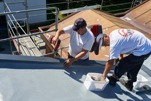 Befestigung der Dachbahn im Dachrandbereich