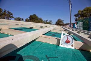 Die flache Dachneigung erforderte den Einsatz eines speziellen Dachsystems