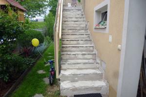 """Mit Flüssigkunststoff lassen sich alte Treppen sanieren<span class=""""bildnachweis"""">Fotos: Triflex</span>"""