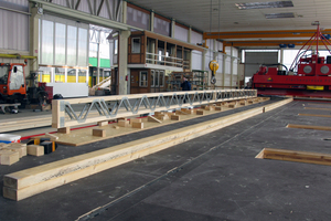 Vormontierter Parallelträger bei der Suckfüll Holzbau Systeme in Nieheim