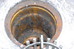 Bei Einsatz eines Sanierungsgullys darf der alte Gully im Dach bleiben<br />