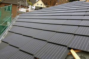 Das fertige Dach – es sollte nach Verlegen der Dachziegel nicht mehr betreten werdenFotos: SolteQ
