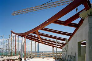 Das Stahltragwerk bildet die Basis des Daches<br />