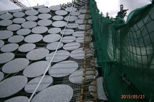 Während der Bauzeit nutzten die Dacharbeiter Steigleitern, um an den aufsteigenden Dachflächen hochzusteigen<br />