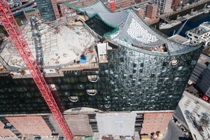 Das Tragwerk des Elbphilharmonie-Daches besteht aus Stahlträgern. In der Dachmitte, über dem Großen Konzertsaal kamen Betonfertigteile zum Einsatz<br /><br />