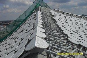 Auch geknickte Firstbleche fertigte die Wittenauer GmbH für das Dach der Elbphilharmonie<br />