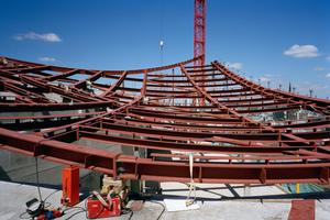 """Das Tragwerk des Daches besteht aus Stahlträgern<span class=""""bildnachweis"""">Foto: Oliver Heissner</span>"""