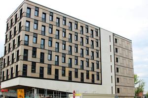 """Das Studentenwohnheim Woodie in Hamburg besteht aus Holzmodulen, die sechs Geschosse hoch gestapelt sind<span class=""""bildnachweis"""">Foto: Zebau GmbH</span>"""