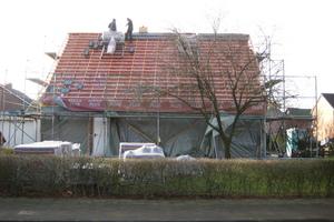 Neudeckung des Daches des alten Fertighauses in Harsewinkel der Familie Laing<br />