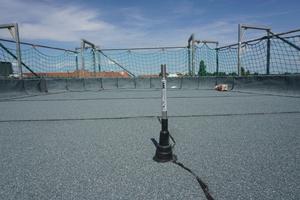 Anschlagpunkt für Absturzsicherung von ABS Safety auf dem Dach des Z8