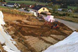 Die Staudenschreinerei übernimmt sämtliche Vorarbeiten, auch das Ausheben der Baugrube und die Verlegung der Soleleitungen