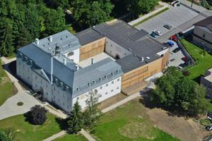 Links der Schlosstrakt des Barockschlosses, rechts der neue AnbauFoto: Barak Architekti