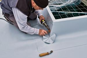 Abdichten der Kastenrinne am Tonnengewölbedach