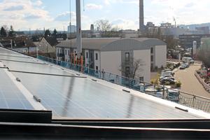 Ausblick vom Dach des Wohnheims auf zwei Gebäude, die Hans Westfeld schon zu Studentenwohnheimen umgebaut hatFoto: Stephan Thomas