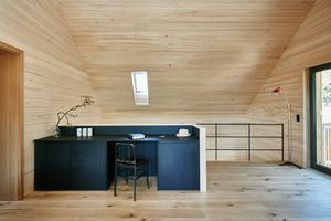 """Das Haus """"Auf der Sauhalde"""" in Stuttgart ist innen mit Weißtannenholz verkleidet und ausschließlich mit Holzfaserdämmstoff gedämmt<span class=""""bildnachweis"""">Foto: Volker Schrank</span>"""