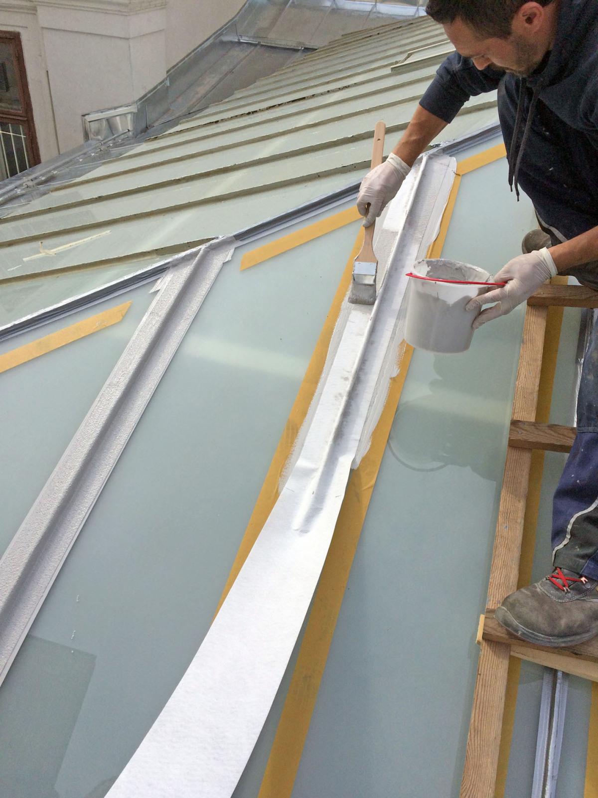fluessigkunststoff dichtet glasdaecher ab dachholzbau