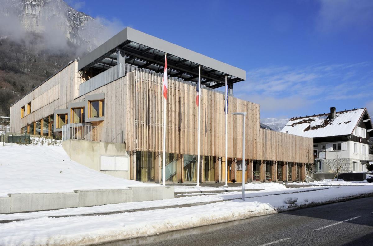 Lokales Holz Fur Gemeindebau Dach Holzbau