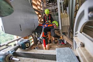 Das ZEP-Team hatte sich für die Arbeit neue PSAgA angeschafft: Gurte, Höhensicherungsgeräte, Auffanggeräte und mehr