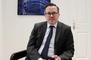 """Jens Oliver Lohrengel ist Fachanwalt für Miet- und Wohnungseigentumrecht, Fachanwalt für Bank- und Kapitalmarktrecht sowie Mediator/Wirtschaftsmediator. Er arbeitet in der Kanzlei Gunkel, Kunzenbacher &amp; Partner in Bielefeld<span class=""""bildnachweis"""">Foto: Thomas Schwarzmann</span>"""