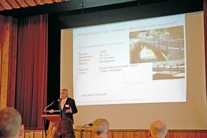 """""""Holzbrücken halten ewig!"""" Professor Andreas Müller gilt als Fachmann der Branche und berichtete über den Holzbrückenbau in der SchweizFoto: Rüdiger Sinn"""