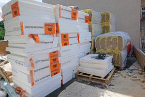 """Ob für Flachdächer oder Fassaden: EPS- und XPS-Dämmstoffe werden häufig auf dem Bau eingesetzt. In einer neuen Anlage in Holland sollen alte Polystyroldämmplatten wiederverwertet werden<span class=""""bildnachweis"""">Foto: Stephan Thomas</span>"""