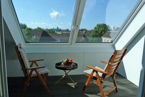 """Das großformatige Fenster bietet einen guten Ausblick über die Dächer von Hamburg<span class=""""bildnachweis"""">Fotos: Dachwerk Nord</span>"""