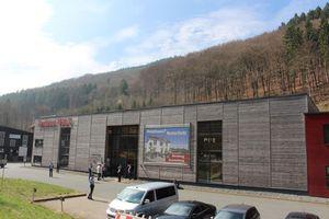 Das Zentrum Holz im sauerländischen Olsberg ist eine Plattform für Hersteller und Handwerksbetriebe aus der Dach- und Holzbaubranche. Privatpersonen können sich hier kostenlos über die Möglichkeiten des Holzbaus informieren<br />