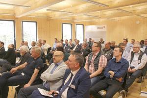 Die Teilnehmer des Erlus Forum 2018 hören den Vorträgen zu