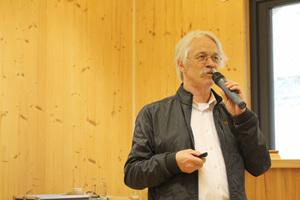 Richard Adriaans, Sachverständiger aus Herford, auf dem Erlus Forum 2018 im Zentrum Holz Olsberg ⇥Text+Fotos: Stephan Thomas