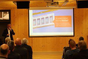 Frank Steffens, Geschäfsführer von Brüninghoff, erklärt die Methode BIM und zeigt Holz-Hybrid-Bauobjekte