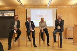Martin Schwarz, Wald und Holz NRW, Guido Hörer, Leiter Vertrieb & Marketing Erlus, Martin Langen, B+L Marktdaten, und Richard Adriaans (v.l.n.r)