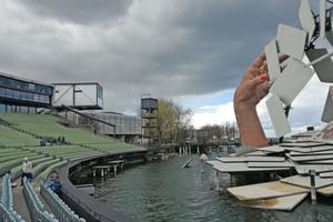 Das Festspielhaus, der Veranstaltungsort des Symposiums in Bregenz, mit der Seebühne⇥
