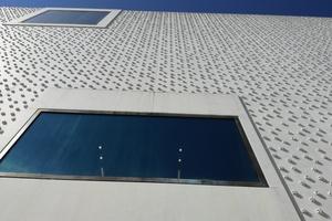Besondere Fassade, die ein wunderbares Licht- und Schattenspiel ergibt Foto: Rüdiger Sinn