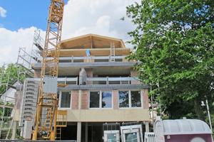 """Die Rückseite des Baus wurde erweitert, sodass eine Staffelung der Geschosse möglich wurde<span class=""""bildnachweis"""">Fotos: HMF GmbH</span>"""